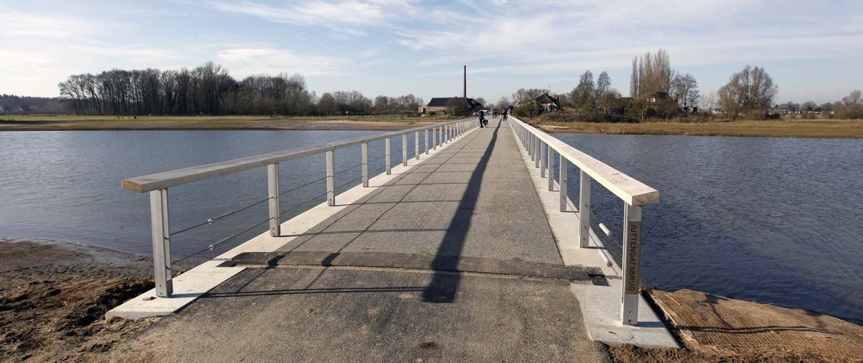 duurzaam brugontwerp Fortmond Olst, hydrodynamisch ontwerp, betonnen steunpalen en overstroombaar ontwerp, door ipv Delft