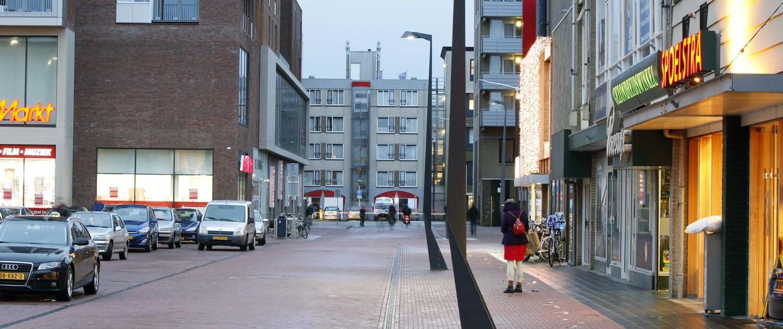 gevouwen lichtontwerp lichtmast Raadhuisplein Drachten, geometrische vormen, lichtontwerp door ipv Delft