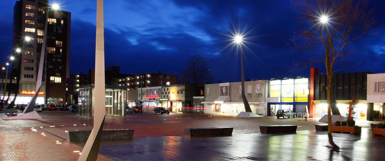 lichtmasten, lichtontwerp in origamivorm, Raadhuisplein Drachten, geometrische vormen, ontwerp door ipv Delft