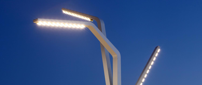 lichtmast aanlichting Scheveningen boulevard staal hoog ontwerp Sola-Morales
