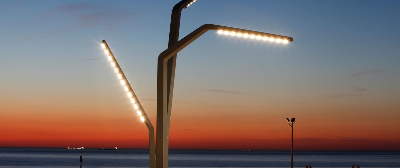 stalen lichtmasten hoog belichting schemering Scheveningen boulevard ontwerp Sola-Morales