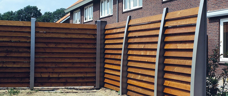 buitenstijl Ede Kernhem vriendelijk stijlvol duurzaam sober ontwerp staal hout eenvoudige vormtaal gebogen lijnen erfafscheidingen sociale veiligheid privacy