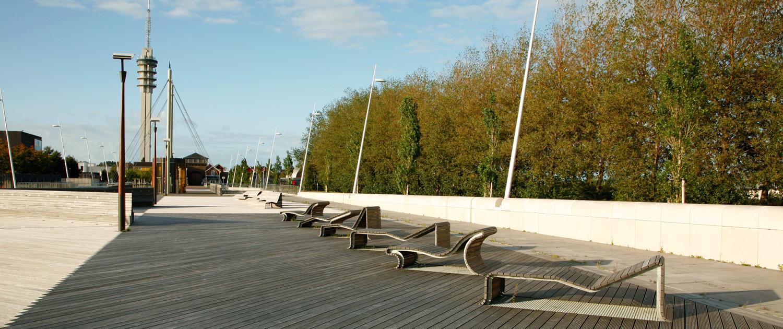 kustzone Lelystad buitenstijl bank beton robuust maritieme invloeden verlichting