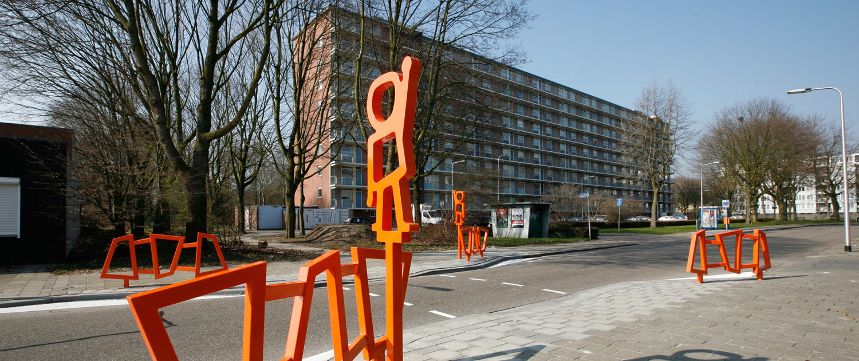 attentiefiguur Jantje Beton feloranje Tilburgse wijk Stokhasselt veilig stalen kokerprofielen