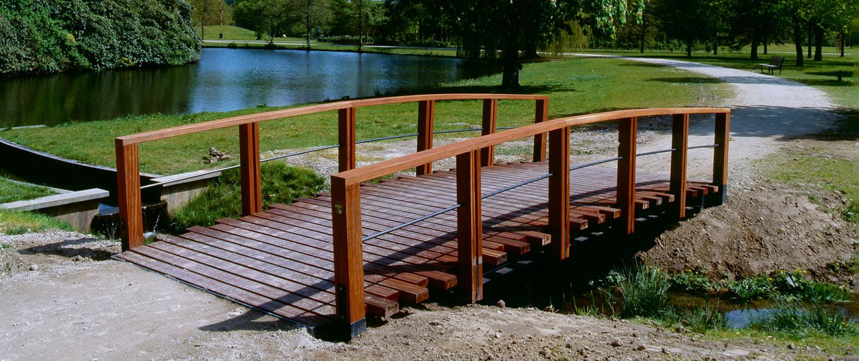 openbare ruimte Park Presikhaaf eenvoudige robuuste bruggen fietsbrug houten handregel