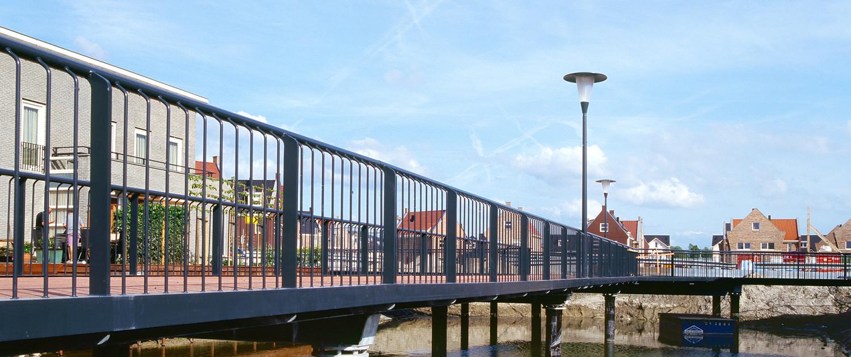 nieuwbouwwijk Oosterheem Zoetermeer bruggenfamilie stalen fietsbrug voetgangersbruggen kunststof dek lage kosten lichtmast