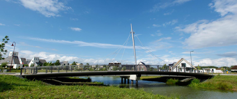 Beuningse Plas dubbele bruggen gekromde vorm fietsbrug pyloon Lagunesingel