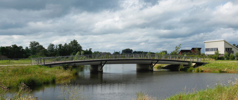 Beuningse Plas dubbele bruggen gekromde vorm verkeersbrug lage kosten Lagunesingel