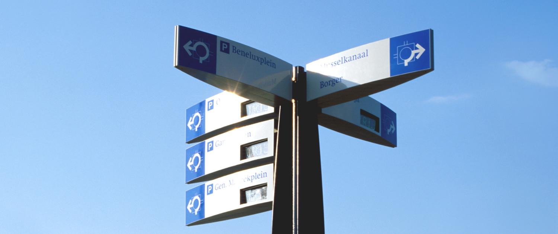 parkeerbewegwijzering Stadskanaal gebogen vorm staander
