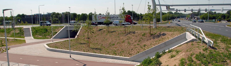 vernieuwing kruispunt Poort Neerbosch, witte betonnen randelementen bij fiets en voetgangerstunnel, tunnelontwerp door ipv Delft