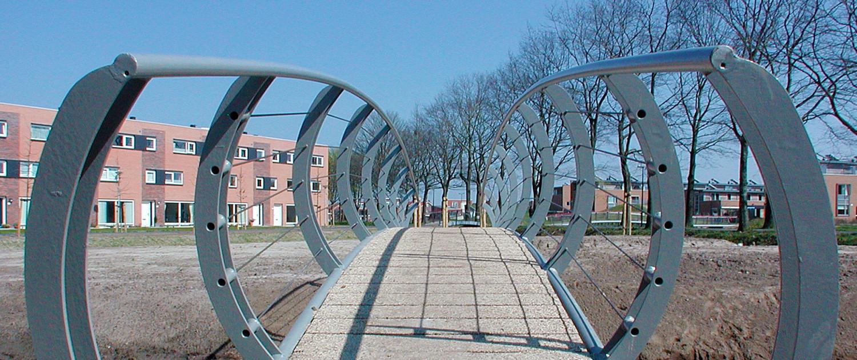 Het Jeurlink Deventer fiets en voetgangerbruggen gekromd hekwerk