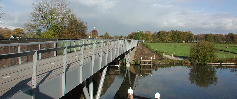 evenwijdig gelegen fietsbrug Hilversum Kanaal `s Graveland stalen doosconstructie als brugdek
