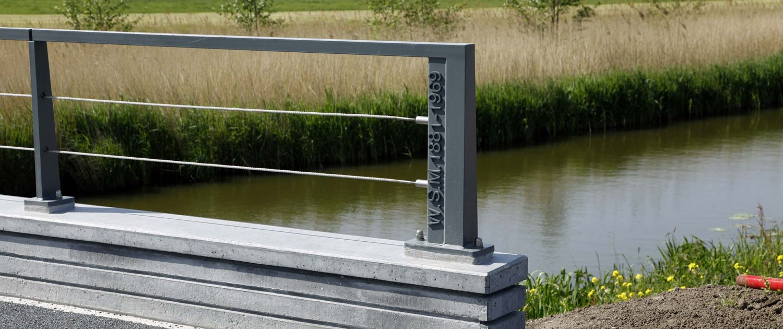 hekwerk fiets- en voetgangersbrug Maasland metselwerk randen, brugontwerp ipv Delft