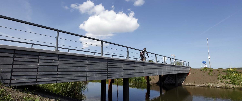 verkeersbrug, Kralingerpad Maasland, fiets en voetgangersbrug, karakteristieke gemetselde randen, brugontwerp ipv Delft