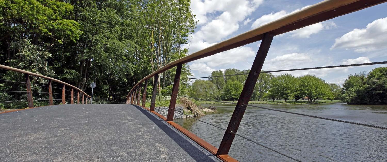 hekwerk cortenstaal van boogbrug voetgangersbrug Bijlmerweide, cortenstalen liggers