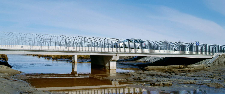 Rundedalbrug Emmen kassengebied opvallend strippenhekwerk zigzaggende kniklijnen