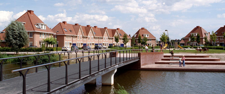 trappartij Het Onderdijks Kampen en steiger aan de waterkant uitnodigend ontwerp betonnen steunpunten