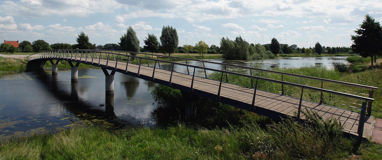 De Waalsprong Nijmegen bruggenfamilie verkeersbruggen en fiets- en voetgangersbruggen opvallend ontwerp referentie naar inspirerende Betuwse landschap