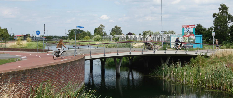 De Waalsprong Nijmegen bruggenfamilie verkeersbruggen en fiets- en voetgangersbruggen herkenbaar ontwerp
