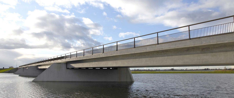 verkeersbrug ontpoldering Noordwaard, Rijkswaterstaat Ruimte Voor De Rivier, ontwerp door ipv Delft