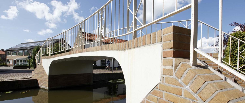 restauratie monumentale brug, wegdek gerenoveerd met UHSB, Langetaambrug Maasland, zijaanzicht