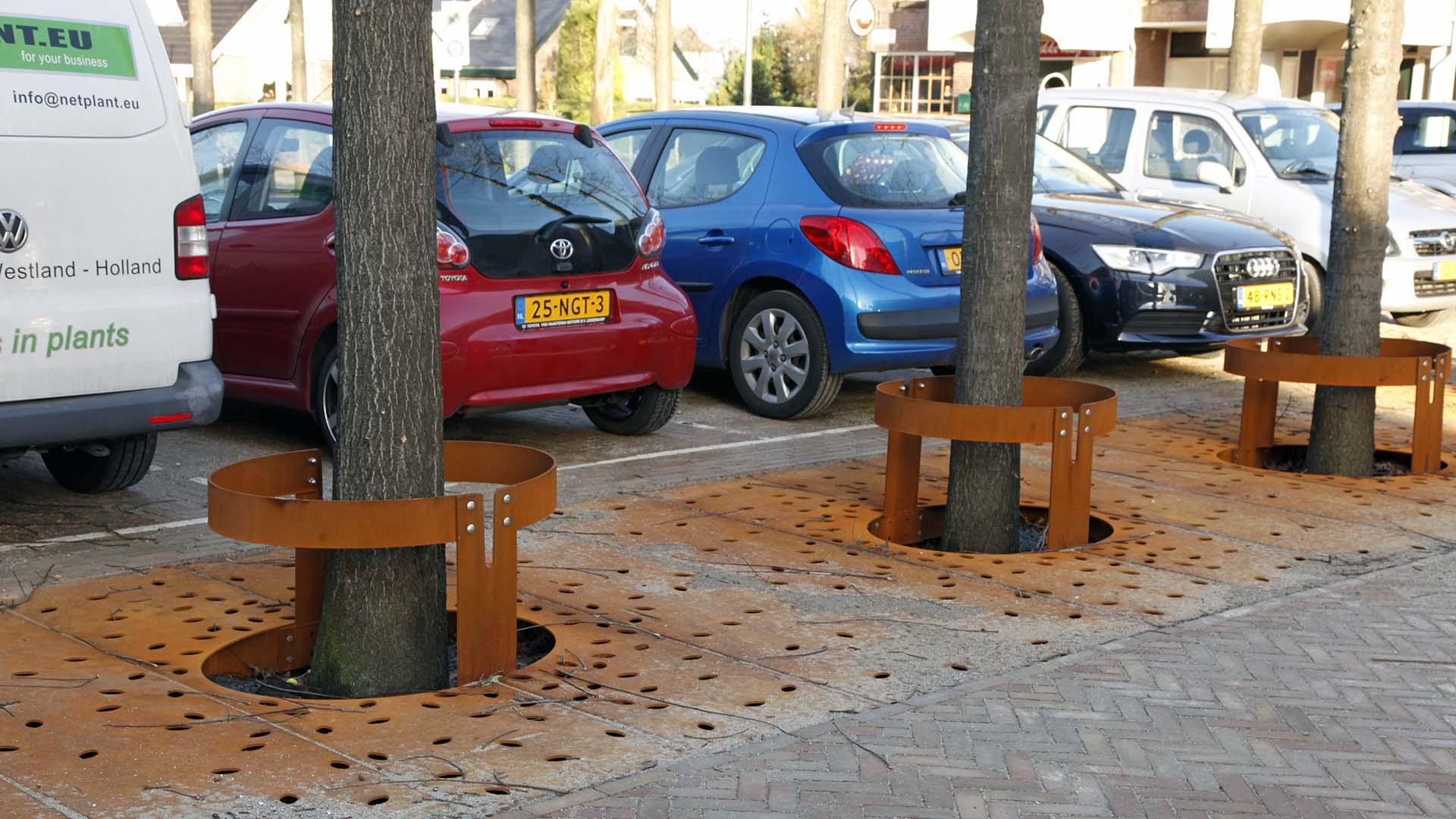 boomroosters Hazerswoude, roestbruine stalen boomroosters, ontwerp door ipv Delft