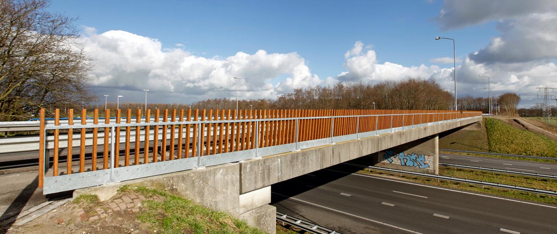 voetgangersbrug over de A50, ontwerp door ipv Delft