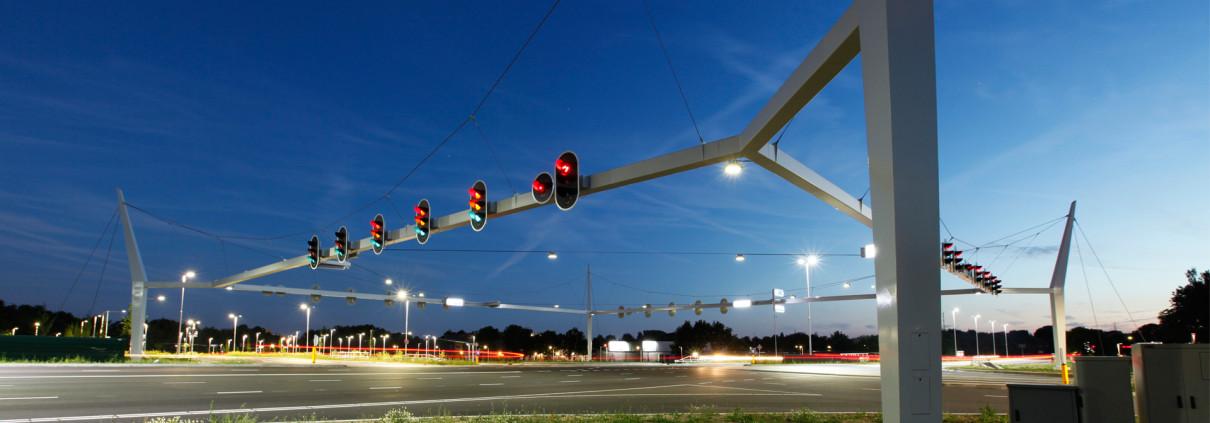 poort Neerbosch kruispunt met stoplichtconstructie, ontwerp door ipv Delft