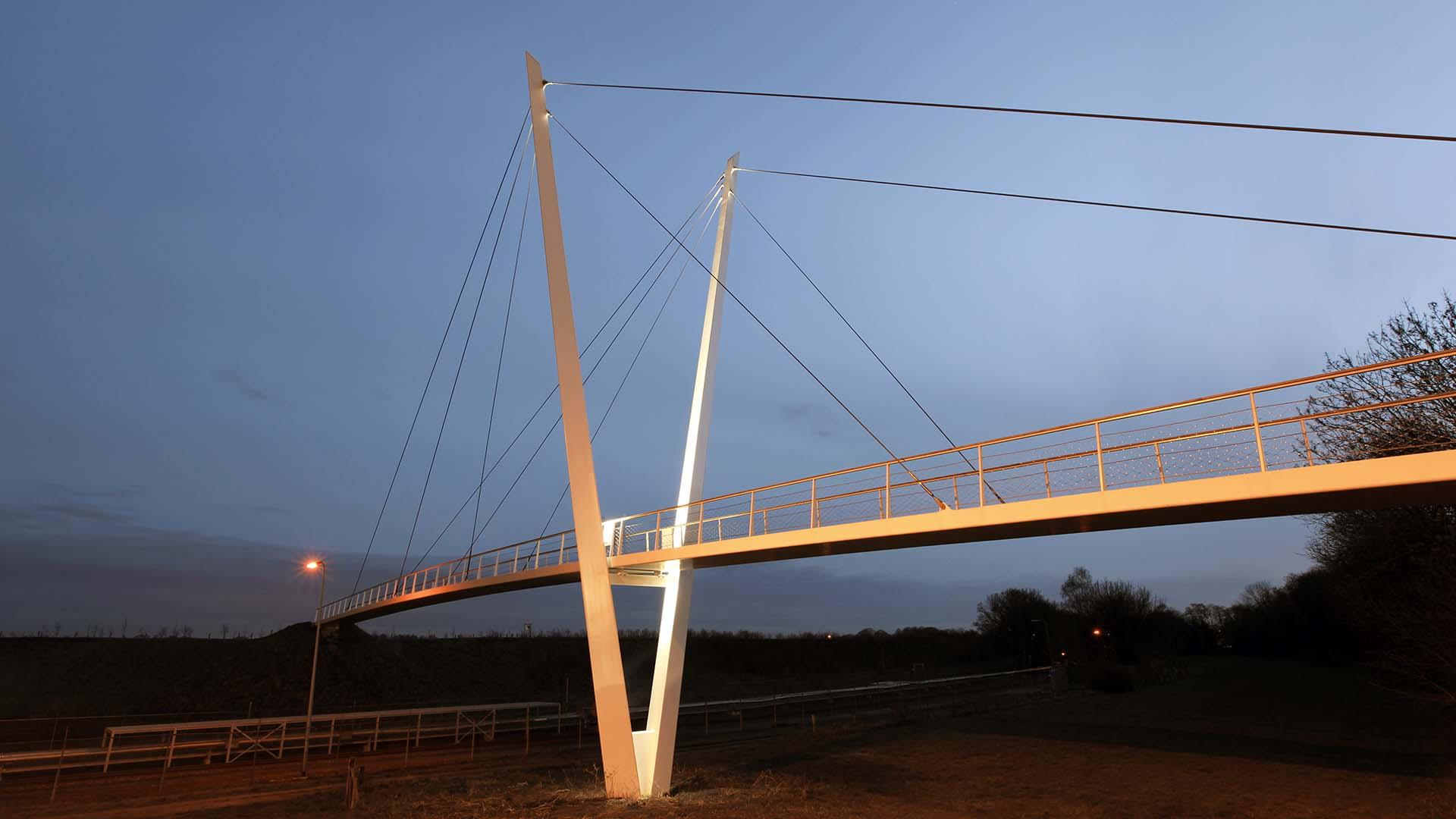 brug Stein Heidekamppark, pyloonbrug, brugontwerp door ipv Delft, nacht