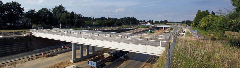 bouw van brug over Buitenring Parkstad Limburg, brugontwerp door ipv Delft