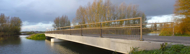 fiets en voetgangersbrug Ruimte voor de Rivier, ontpoldering Noordwaard, brugontwerp door ipv Delft