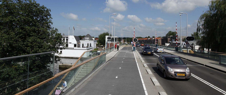 verkeersbrug over het water, Koningin Julianabrug Alphen aan de Rijn, ontwerp door ipv Delft