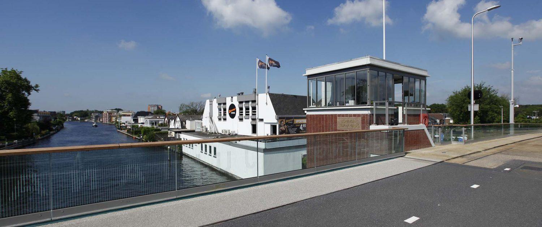 Koningin Julianabrug in Alphen aan de rijd, brugontwerp verkeersbrug door ipv Delft