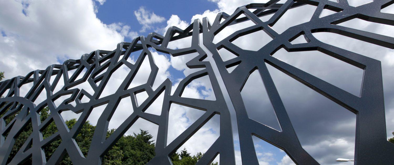 hekwerk op overkluizing Soesterberg ontworpen door ipv Delft