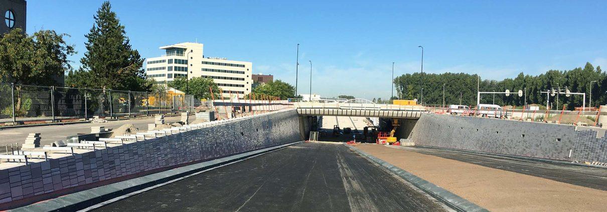 bouw van onderdoorgang Bio Science Park Leiden, ontwerp door ipv Delft