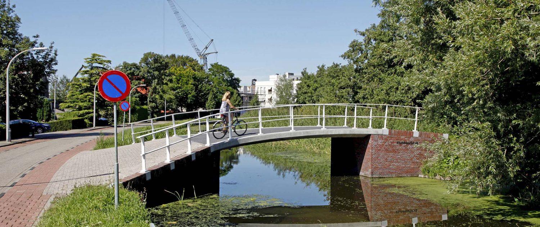 vernieuwde, gerenoveerde brug, maasland. verkeersbrug ontwerp door ipv Delft