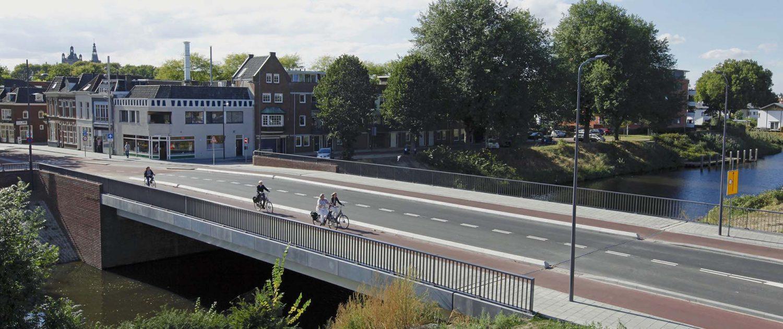 vogelvlucht perspectief van Bartenbrug in Den bosch, verkeersbrug over het water, brugontwerp door ipv Delft