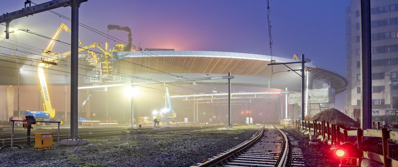 Busbrug Zwolle Bamboe Lamellen worden aangebracht