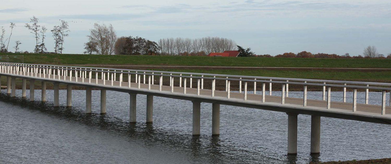 Onderhoudsarm inspirerend engineering voetgangersbrug beton rvs