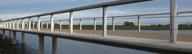 vleugelvormig brug hout beton rvs steun pilaren