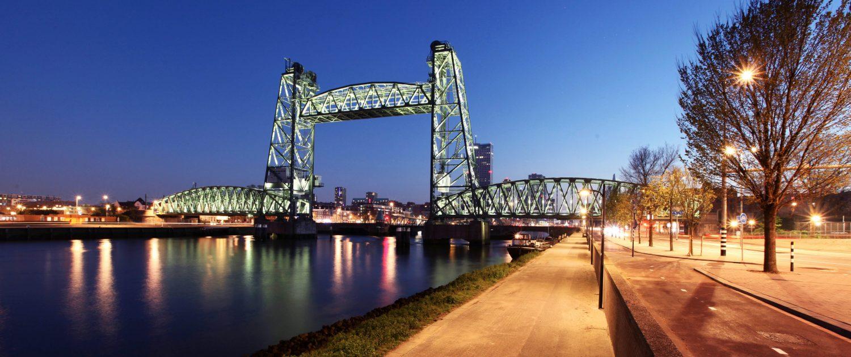 Lichtarchitectuur ijzeren hefbrug Rotterdam