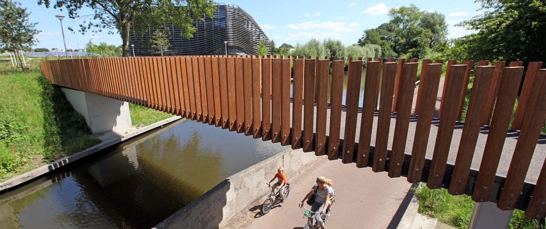 voetgangersbrug Watercampus Leeuwarden, betonbrug, brugontwerp