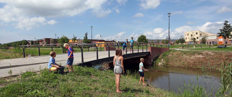 fiets en voetgangersbrug, brugontwerp, ipvdelft, woonwijk, betonbrug, gietbaluster