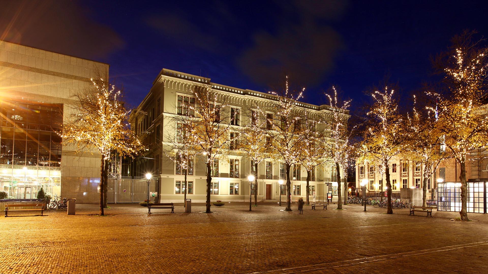 monumentenverlichting Den Haag Plein, lichtontwerp door ipv Delft