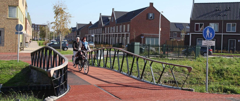 fiets en voetgangersbrug, brugfamillie Boszoom Pijnackker, moderne brug met stalen liggers, ontwerp door ipvDelft