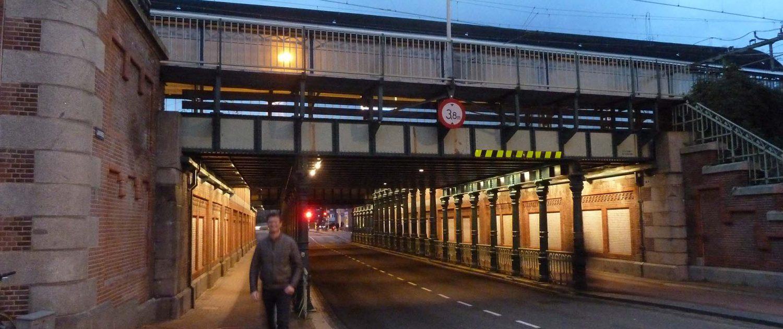 verlichte spooronderdoorgang in Haarlem, lichtarchitectuur door ipv Delft