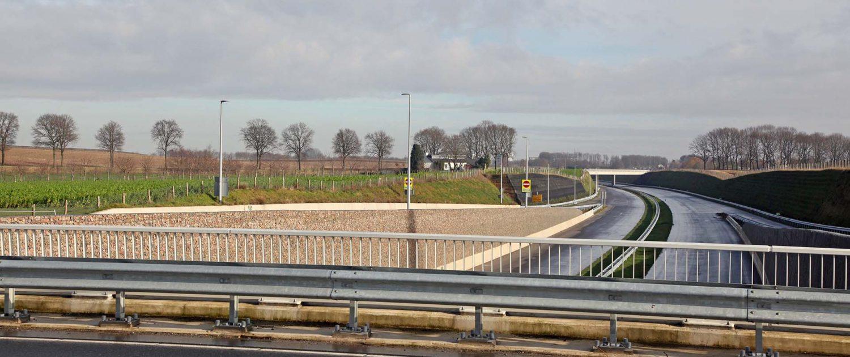 verkeersbruggen ontwerp ipvDelft taludbekleding en schanskorven, buitenring Parkstad Limburg viaduct, ontwerp door ipvDelft