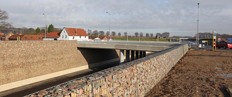 taludbekleding en schanskorven, buitenring Parkstad Limburg viaduct, ontwerp door ipvDelft