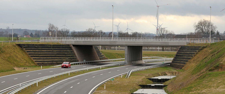 verkeersbrug-over-buitenring-Parkstad-Limburg-ipvDelft