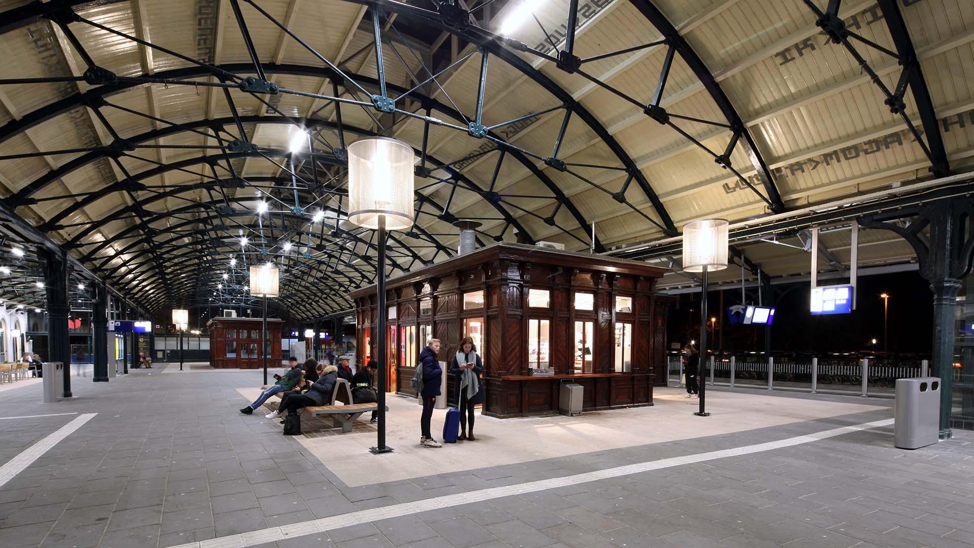 Lampenkap op station Leeuwarden - ipv Delft creatieve ingenieurs
